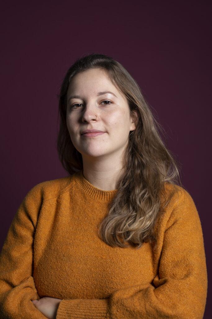 Judith Langowski (Porträt vor lila Hintergrund) ist Redakteurin beim Tagesspiegel in Berlin.